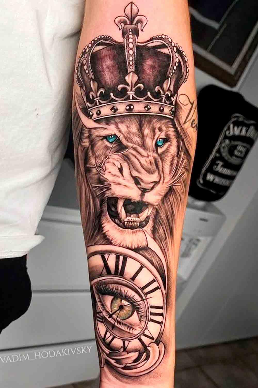 tatuagem-de-leao-olho-e-relogio