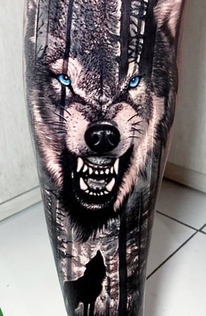 tatuagem-de-lobo-com-olhos-azuis
