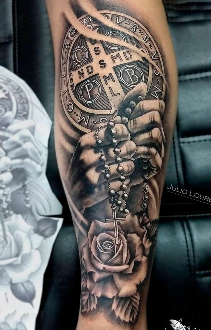 tatuagem-segurando-terco