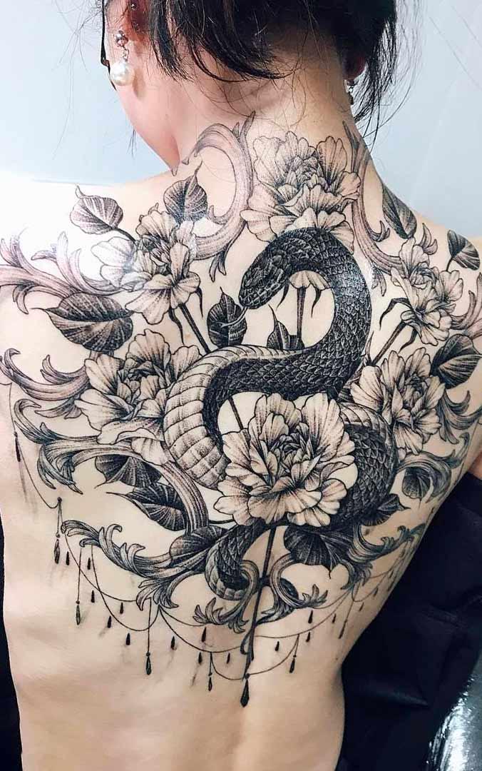 tatuagem-de-cobra-nas-costas