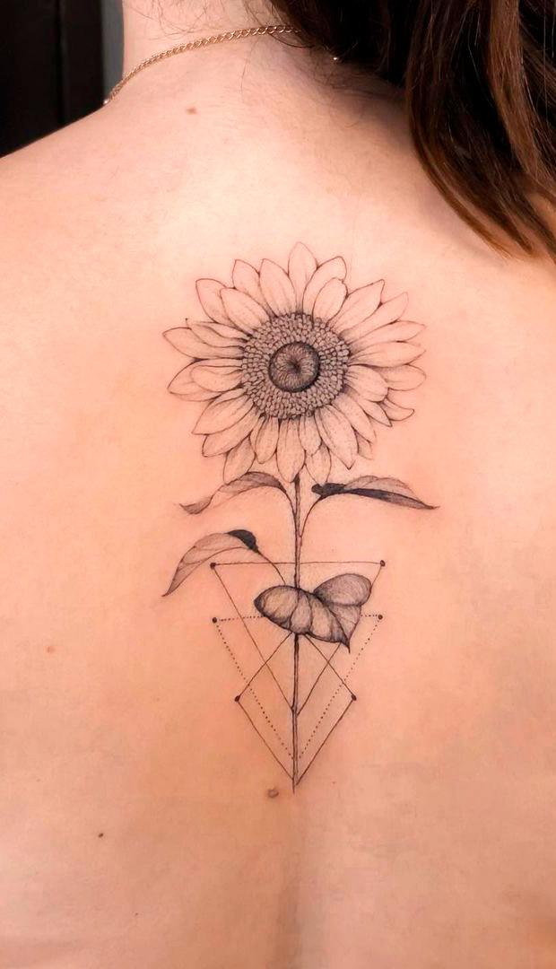 tatuagem-de-girassol-nas-costas