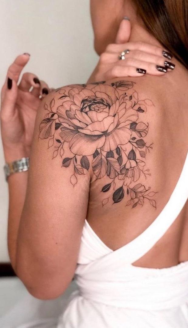 tatuagem-feminina-nas-costas-2020-15