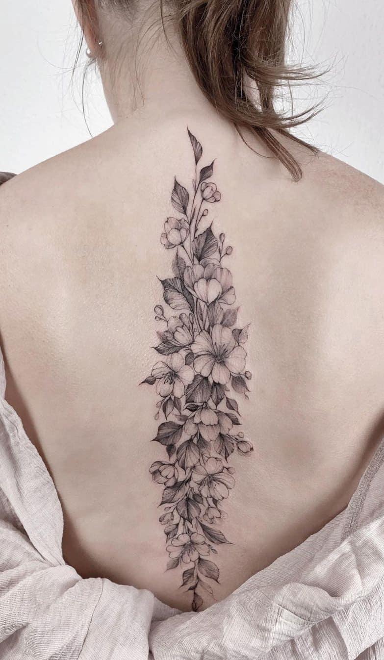 tatuagem-feminina-nas-costas-2020-19