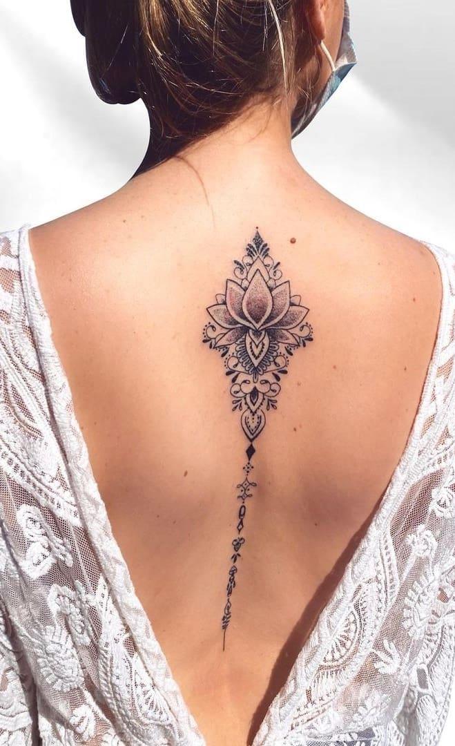 tatuagem-feminina-nas-costas-2020-2