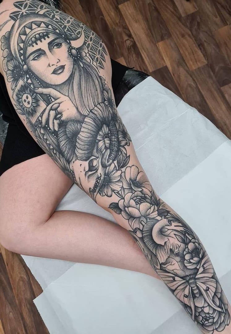 tatuagens-femininas-na-perna-2020-27