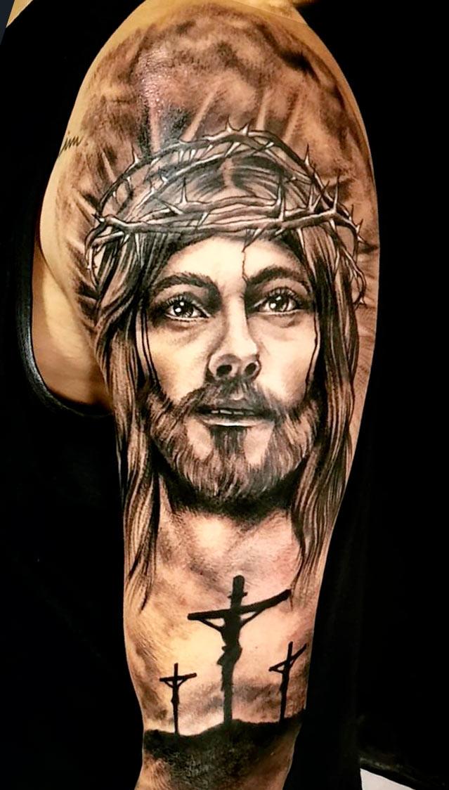 tatuagem-na-parte-superior-do-braco-masculino-2020-13