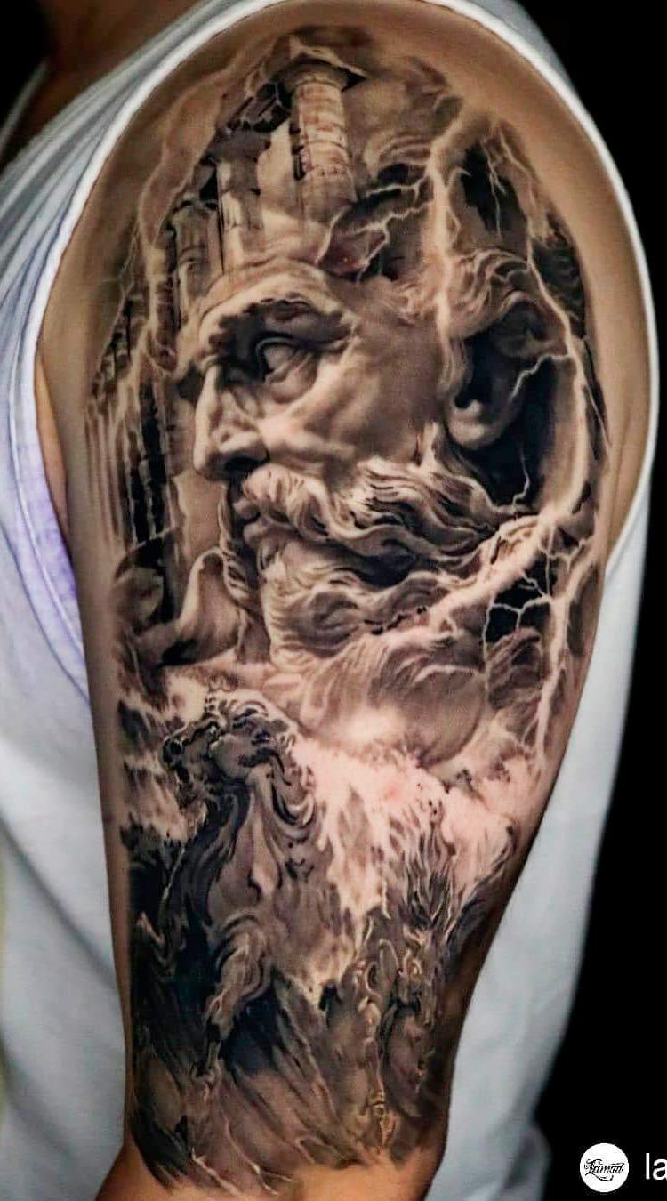 tatuagem-na-parte-superior-do-braco-masculino-2020-6