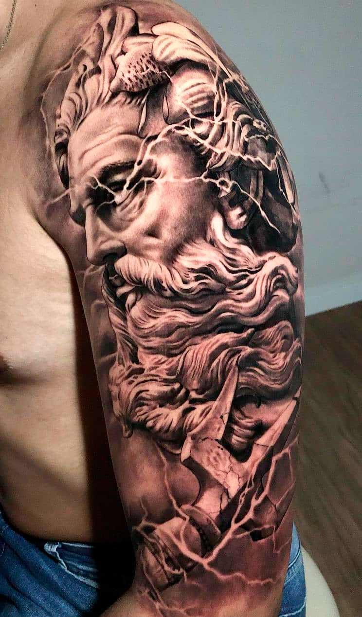 tatuagem-na-parte-superior-do-braco-masculino-2020-8